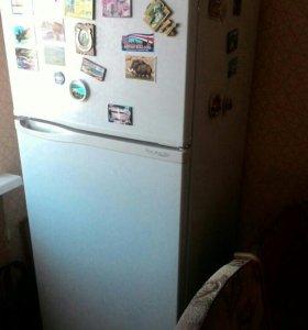 Холодильник 2х камерный.