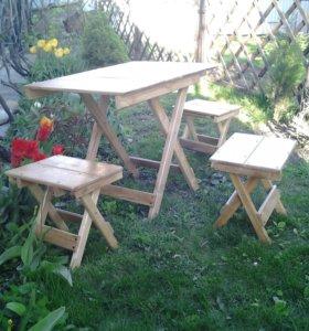 Раскладной стол и четыре раскладных скамьи