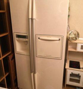 Холодильник LG с ледогенератором