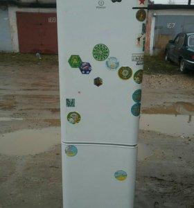 Холодильник Индезит 220