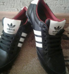 крассовки (adidas)