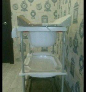 Пеленальный столик с ванночкой и полками
