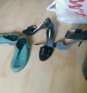 Три пары обуви на лето.