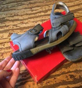 Гарвалин , 31 сандали
