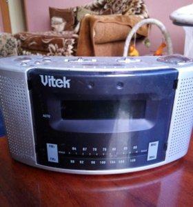 Радиоприемник/часы Vitek
