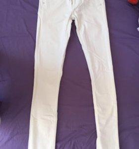 Продам белые джинсы в отличном состоянии
