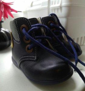 Детские ботинки в идеальном состоянии