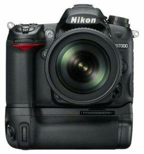 Срочно Nikon d7000 с бустером