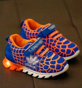 Стильные кроссовки новые