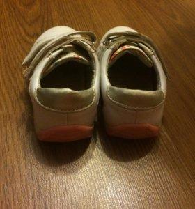 Кожаные кроссовки для девочки