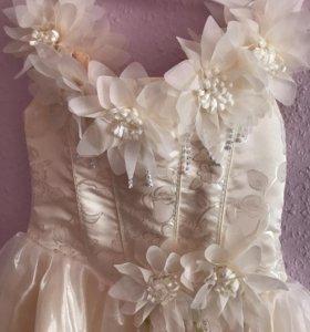 Бежевое платье на девочку 125-140 см