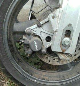 Задний маятник с колесом в сборе хонда св 400