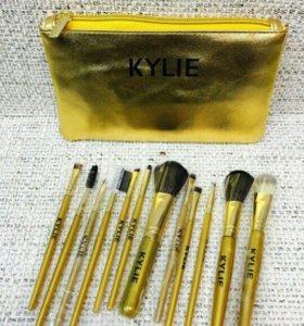Кисти от Κylie