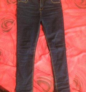 Новые темно-синие джинсы