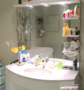 Тумба под раковину и зеркало для ванны