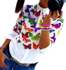 Новая белая блузка с бабочками