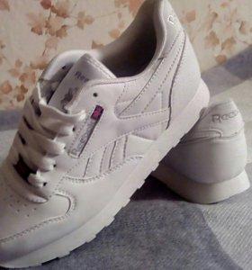 Новые женские кроссовки