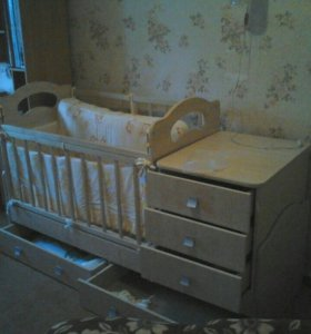 Кроватка детская,с пеленальным столом