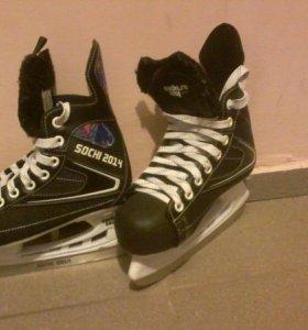 Коньки хоккейные.Размер-34.