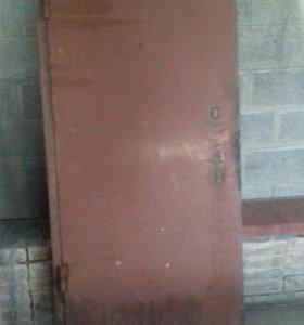 Дверь гаражная металлическая