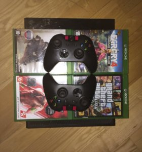 Xbox one 1Tb 2 геймпада + 4 игры