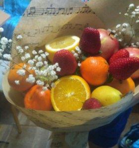 Букеты из овощей и фруктов.