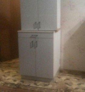 Кухон шкафы навесной и напольный,стол раскладной.