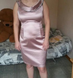 Розовое платье 46 размер