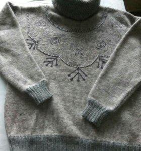 Шерстяной свитер.