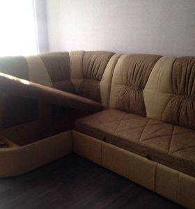 Угловой диван вместе с креслом