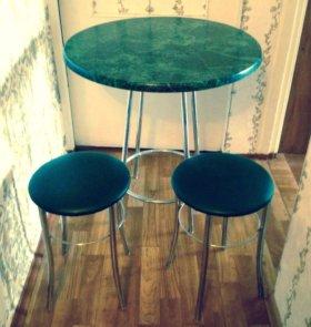 Кухонный стол и 2 табурета
