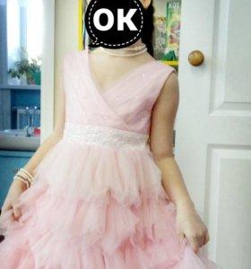 Платье для девочки почти новое одевали один раз