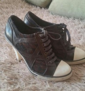 Туфли-кеды с гепюром,38,чуть маломерят
