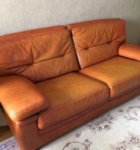 Кожаный диван и кресло Италия