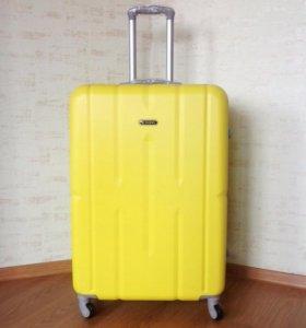 Большой семейный жёлтый чемодан XL