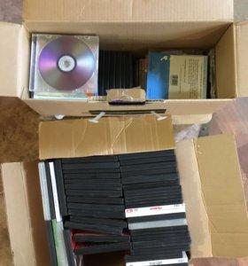 Видеокассеты , диски