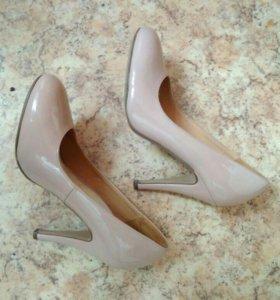 Туфли бежевые лаковые. 36 размер
