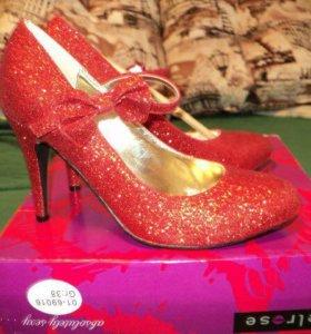 Туфли красные с блестками