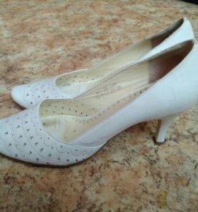 Туфли белые. Размер 39