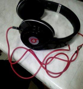 Наушники beatsbydr.dre и телефон fLy