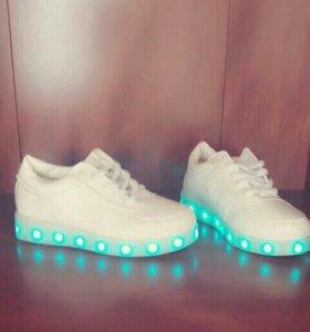 Обувь детская светящяяся