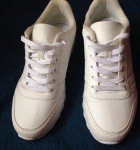 Белые женские кроссовки 37р-р