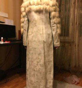 Пальто кожаное с мехом.