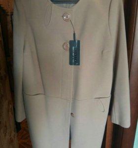 Новое пальто с этикеткой