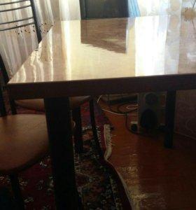 Стол с 4 мя стульями