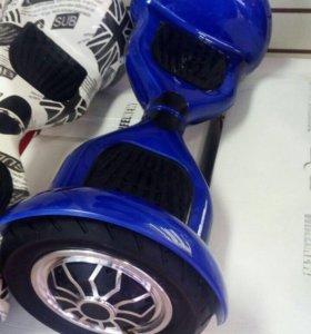 Синий глянцевый гироскутер.