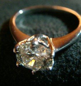 Кольцо золотое (новое) с бриллиантом 1 карат