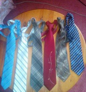 6 галстуков разных.