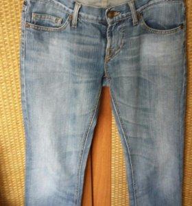 Продам джинсы Fornarina р.28