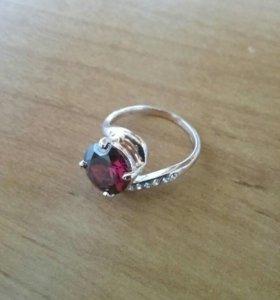 Кольцо жен. позолоченное в коробочке.